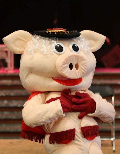 Miss Piggy striptease