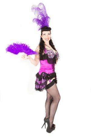 Burlesque show met veren waaiers