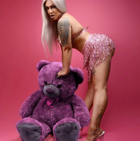Kinky stripper