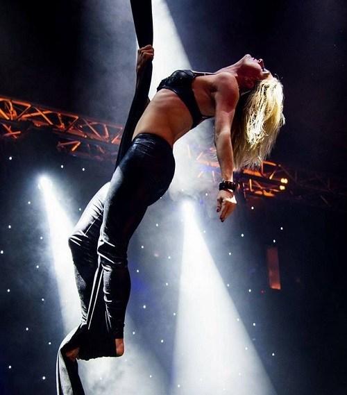 ALT=Tissue act een spectaculaire acrobatiek show